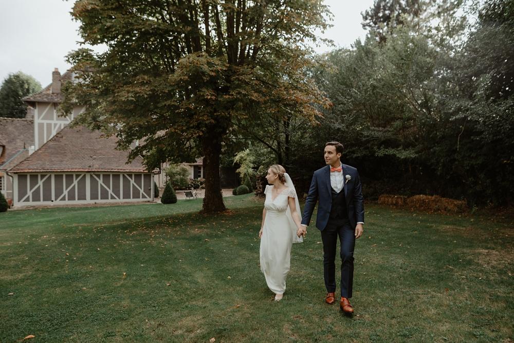 Mariage à la Dîme de Giverny en Normandie, robe Laure de Sagazan, photographe Emmanuelle Auzou - Vogue Photography