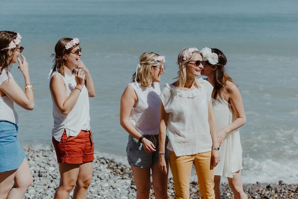 Shooting EVJF Le Tréport - Enterrement de vie de jeune fille entre copines à la plage - Emmanuelle Auzou photographe en Normandie