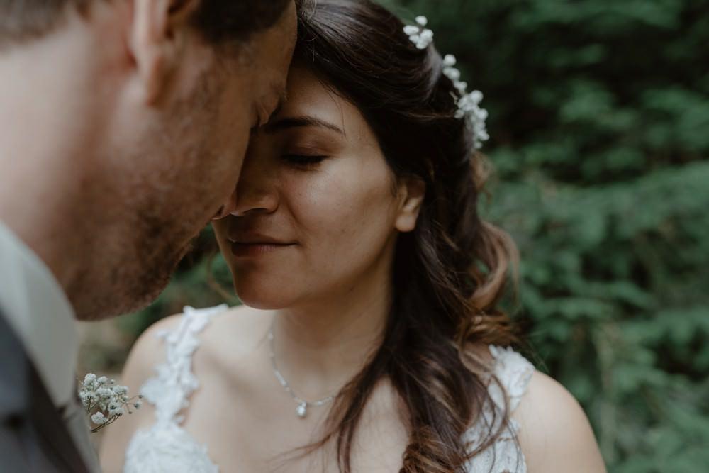 Photographe de mariage à l'Orangerie Saint Jean à La Chapelle sur Dun en Normandie - Salle de réception à la campagne, mariage sous tente, fleuriste Aude de Boishebert