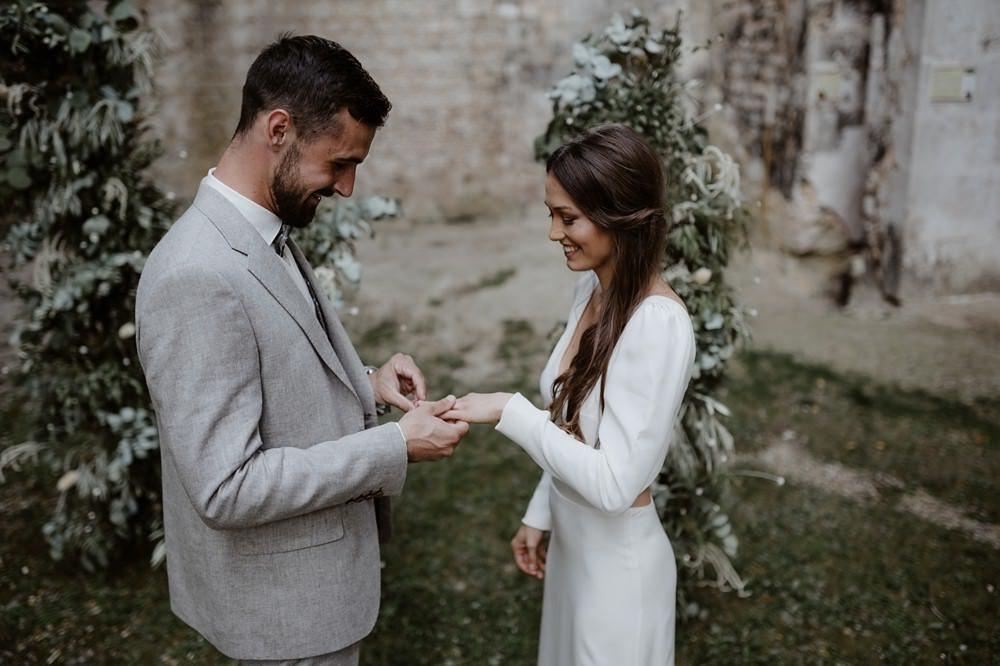 Mariage intime et minimaliste à l'Abbaye de Fontaine Guérard - Emmanuelle Auzou Photographe