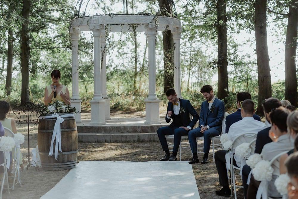 Mariage au Château Barthélémy à Paray-Douaville 78 - Mariage gay avec cérémonie laïque en extérieur - Photographies et Film par Emmanuelle Auzou et Laurent Hersent