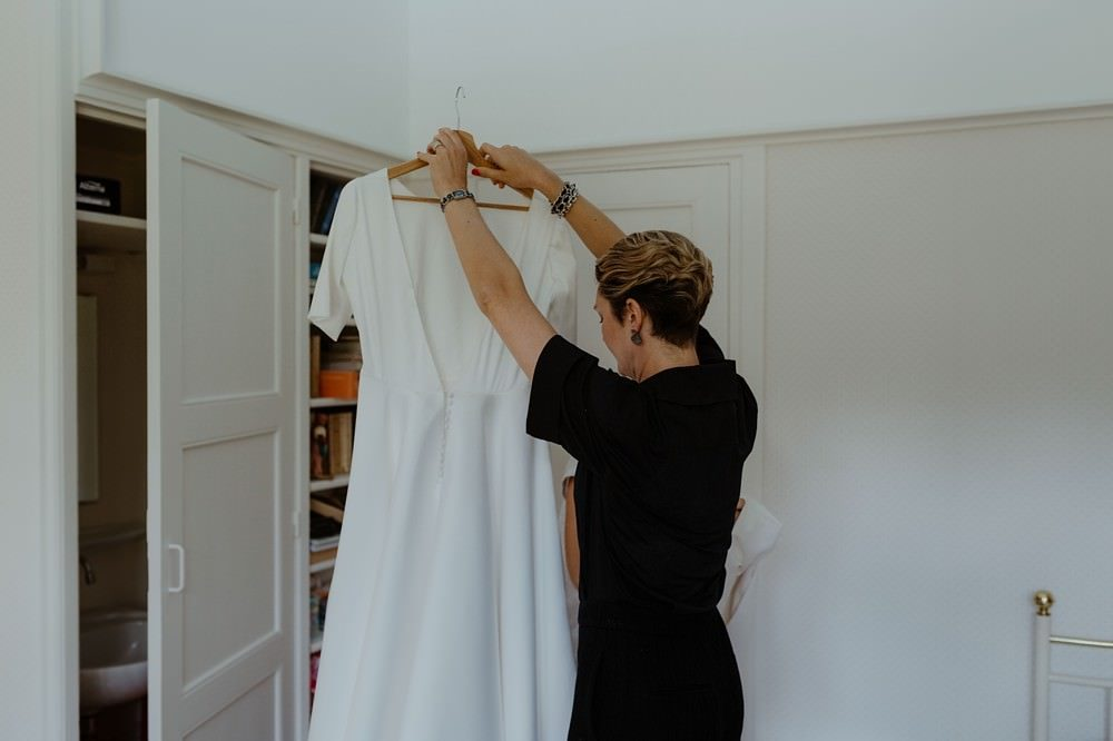 Photographe Mariage Le Touquet - Reportage de mariage dans la maison familiale, puis à l'église du Touquet puis à l'Opale Cornet près de l'hippodrome du Touquet - Emmanuelle Auzou photographe de mariage