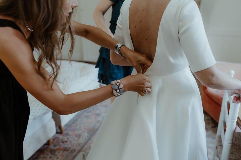 Photographe Mariage Le Touquet - Reportage de mariage dans la maison familiale, puis à l'église du Touquet puis à l'Opale Corner près de l'hippodrome du Touquet - Emmanuelle Auzou photographe de mariage - Robe Maison Floret
