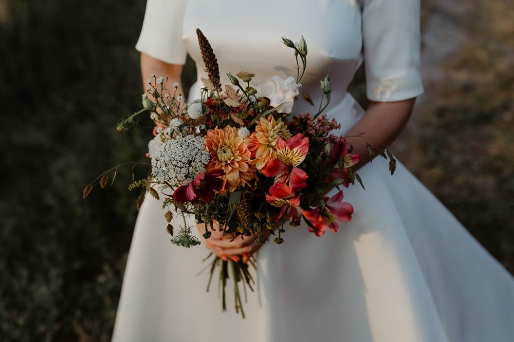 Bouquet Racine Paris - Photographe Mariage Le Touquet - Reportage de mariage dans la maison familiale, puis à l'église du Touquet puis à l'Opale Corner près de l'hippodrome du Touquet - Emmanuelle Auzou photographe de mariage
