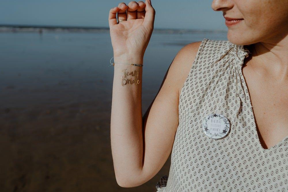 Tatouage Team Bride Idée originale d'activité EVJF (enterrement de vie de jeune fille) : séance ou shooting photo entre copines par Emmanuelle AUZOU photographe