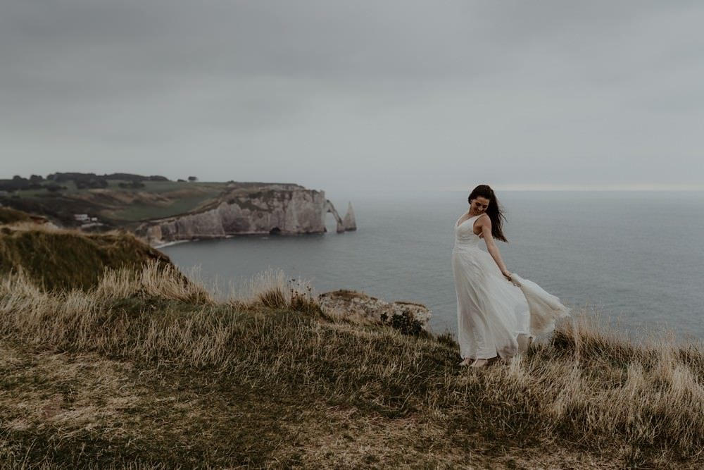Photographe Elopement Normandie ; séance couple à Etretat