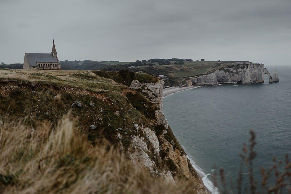 Les falaises d'Etretat et la Chapelle Notre Dame