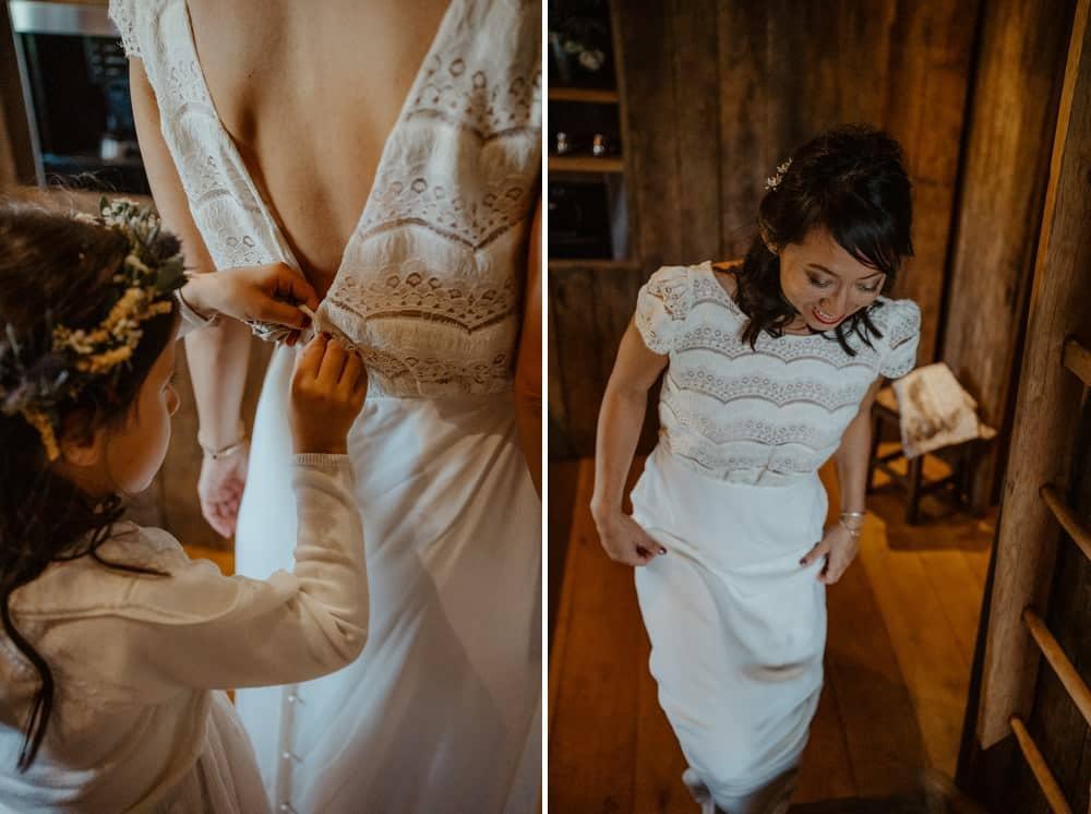 Un mariage laïque dans le Calvados - Mariage sous tente nomade et décoration vintage et robe Laure de Sagazan