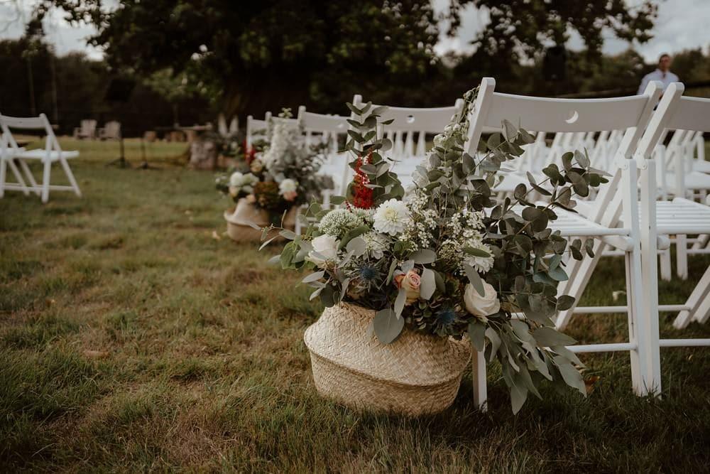 Un mariage laïque dans le Calvados - Mariage sous tente nomade et décoration vintage, fleuriste par l'Atelier de Florine