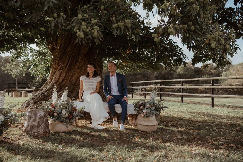 Un mariage laique sous un chêne centenaire dans le Calvados - Mariage sous tente nomade et décoration vintage