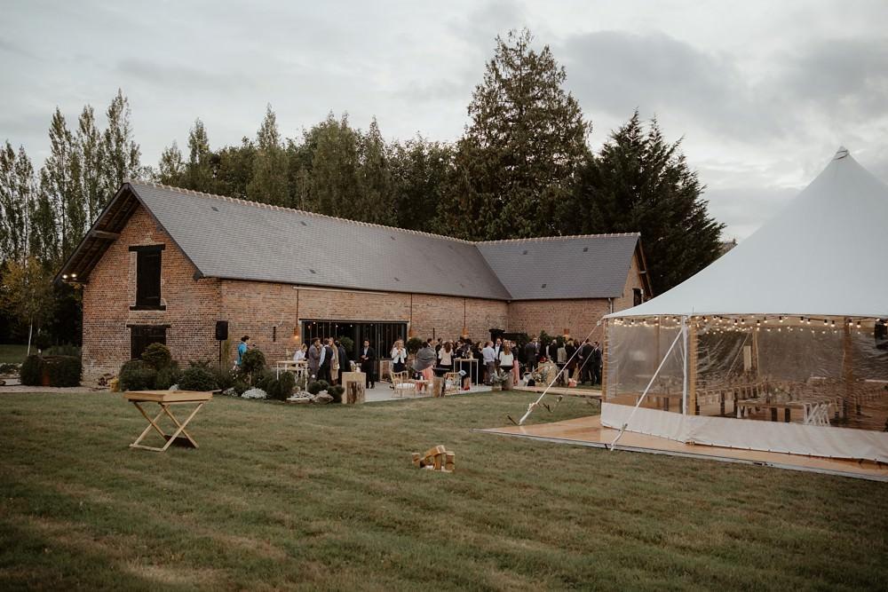 Un mariage laique au Pré des Colombiers dans le Calvados - Mariage sous tente nomade et décoration vintage