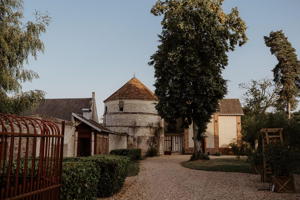Reportage mariage juif au château barthélémy à Paray-douaville ; photographe et vidéaste pour votre mariage en Normandie et partout en France - Mariage avec cérémonie juive en extérieur et robe Rime Arodaky